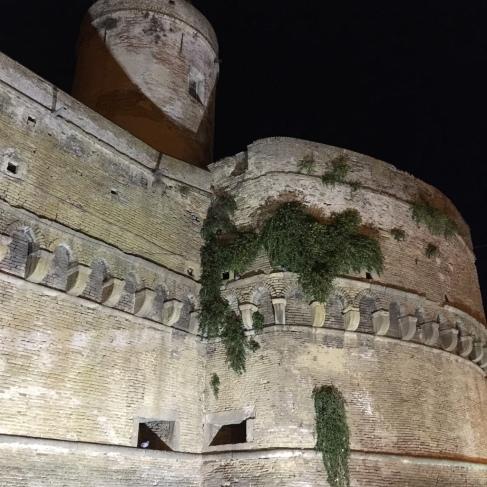 Caldoresco Castle at night