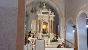 Inside the church of the Volto Santo