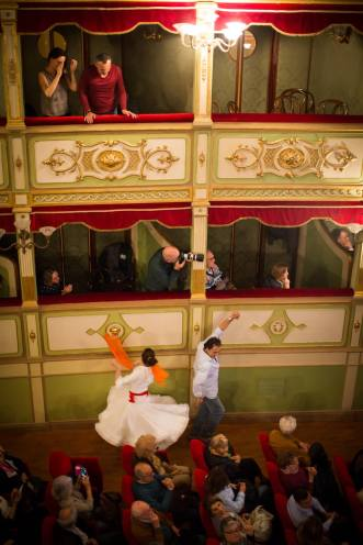 A scene from Teatro Piaisello. Musica a Sud Est held a tribute performance for musician Pierangelo Colucci of nearby Ostuni who died in 2015, aged 56. This audience member could not contain himself! (DB)