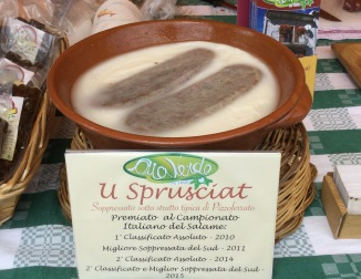 Sopressata 'U Sprusciat' - a salami preserved under fat in the traditional method typical of Pizzoferrato. Tasted at Pratone di Roccaraso.