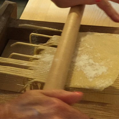 Playing an arpeggio on the chitarra